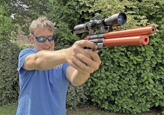 Dave Barham Airgun World Using Enfield 2-7x32 Pistol Scope